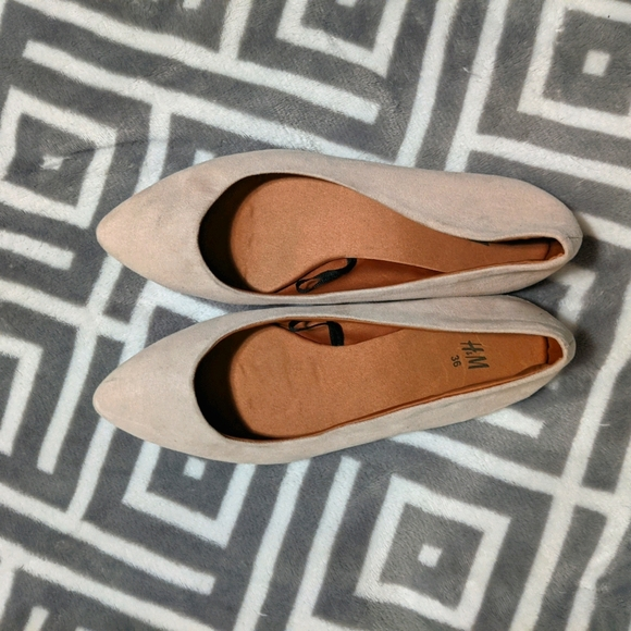 H&M Nude Beige Pointed Toe Flats